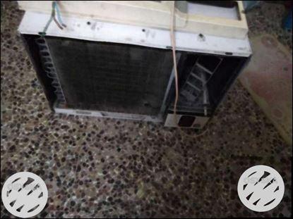 White Window-type Air Conditioner