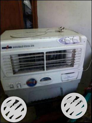 White Ken Star Window-type Air Conditioner
