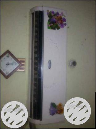 White Split-type Air Conditioner