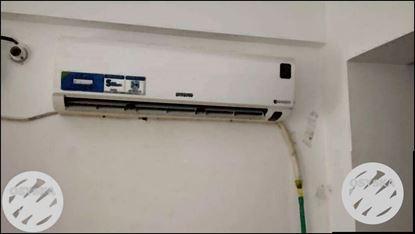 White Samsung Split-type Air Conditioner