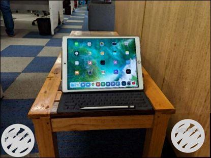 "IPad Pro 12.9"" 2nd Gen 256GB Wi-Fi+Cellular + Apple Pencil + Keyboard"